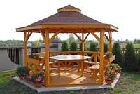 Беседка из деревянного бруса с купольной крышей.