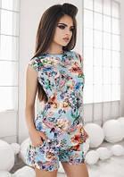 Красивый летний женский костюм с шортами и приталенной блузкой без рукавов с цветочным принтом коттон