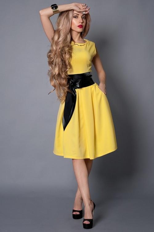 Красивое молодежное платье по колено с поясом, 42