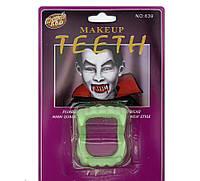 Зубы Вампира светонакопительные на блистере HAL-0153