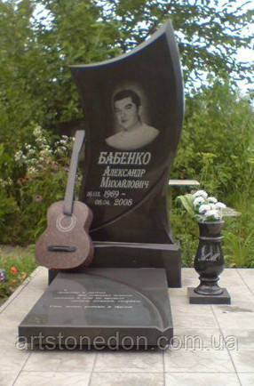 Памятник на могилу с гитарой