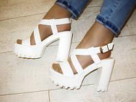 Б653 - Босоножки женские белые на каблуке