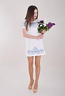 Платье с вышивкой лаконичного кроя