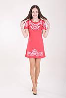 Платье украшает деликатная вышивка на груди , рукавах и подоле