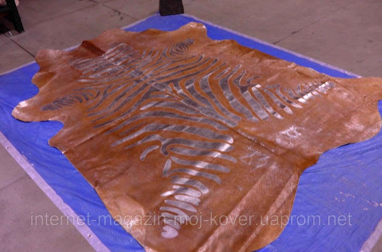 Современная неординарная коричневая шкура коровы на пол с рисунком зебры