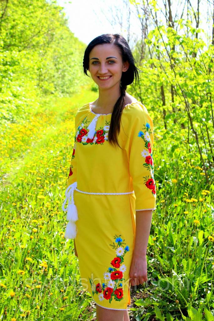 Вишите жіноче плаття гладдю на жовтої тканини
