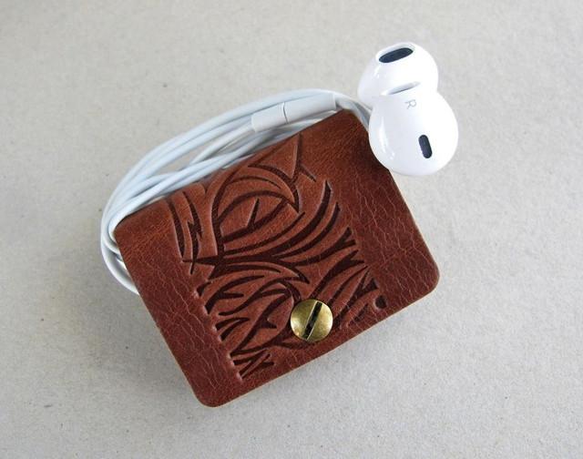 Затискачі-тримачі для навушників.