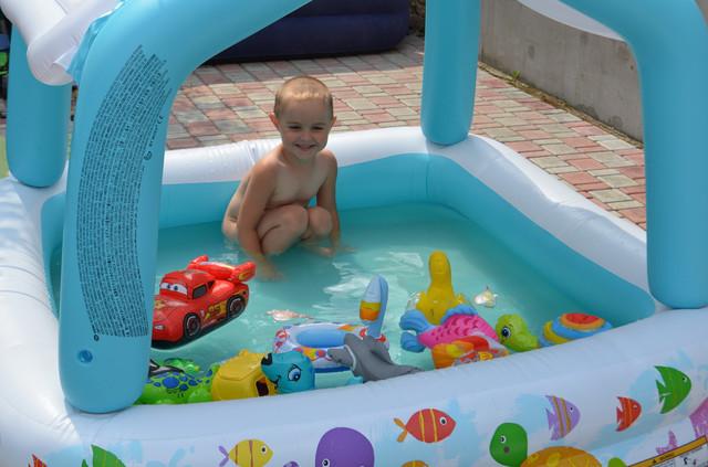 надувные игрушки в бассейн