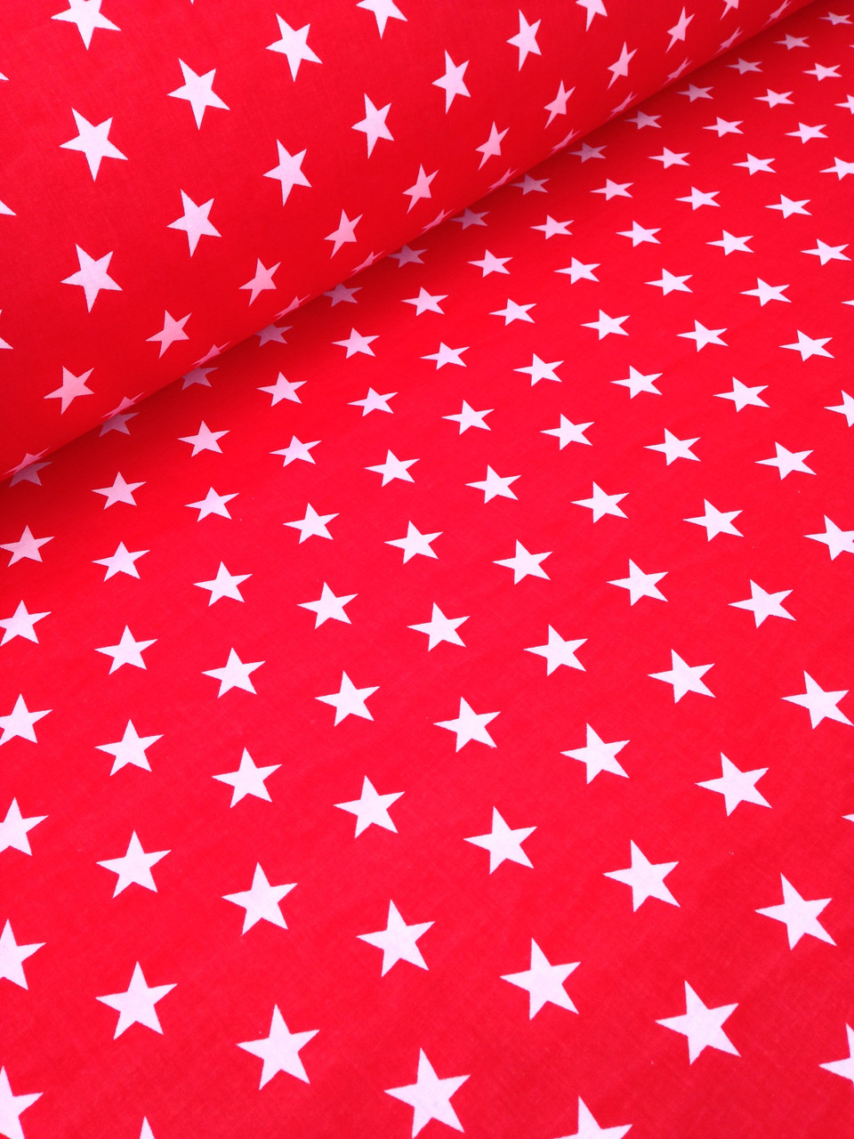 Хлопковая ткань польская белые звезды на красном частые