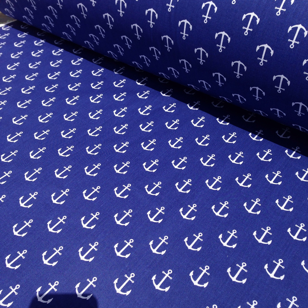 Хлопковая ткань польская белые якоря на синем