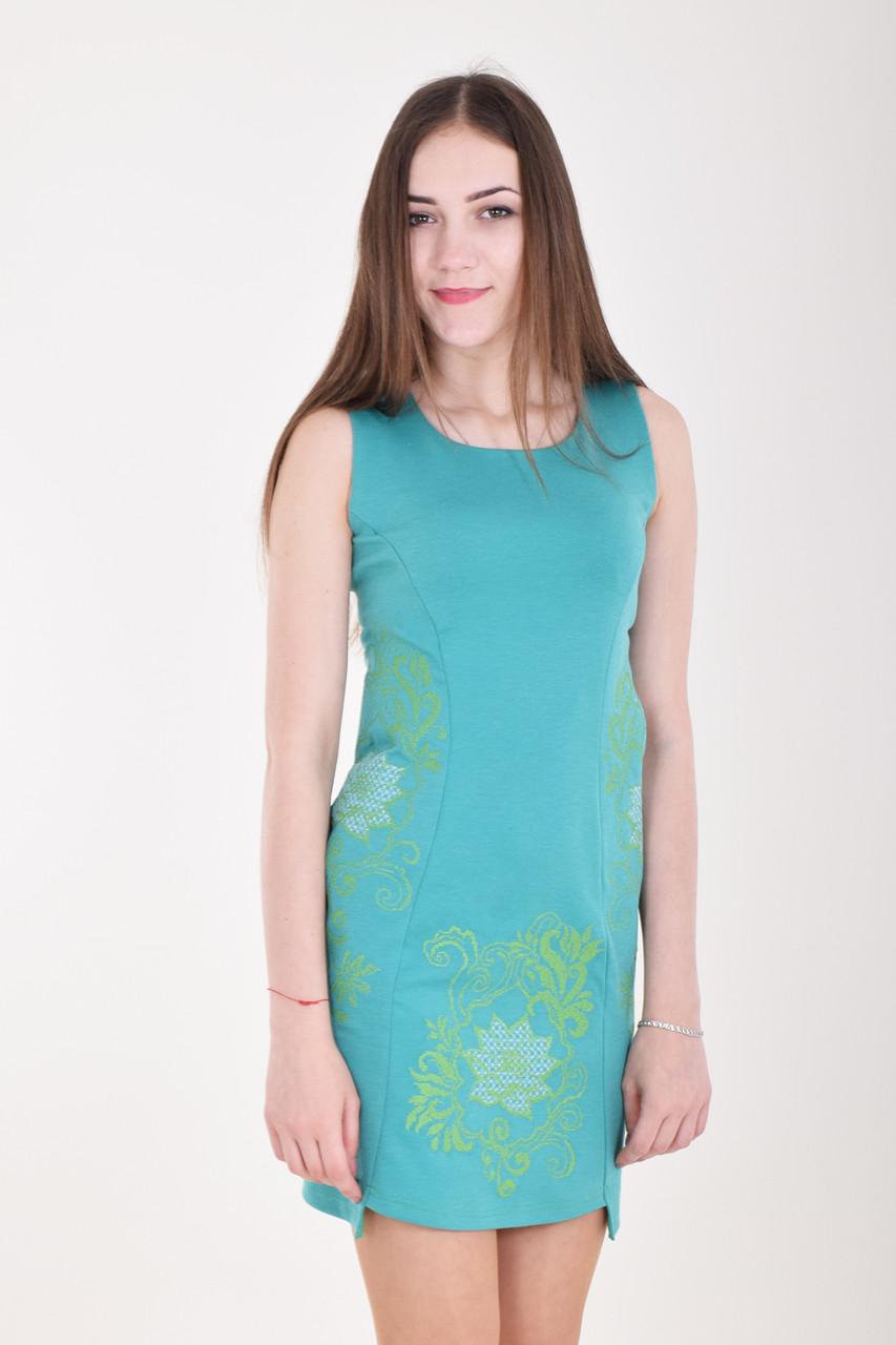Удобное летнее платье без рукавов в ярком цвете с вышивкой