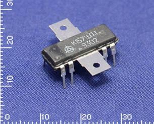 К157УД1 операційний підсилювач середньої потужності з максимальним вихідним струмом до 300 мА.