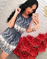 Легкое платье с кружевом и растительным узором