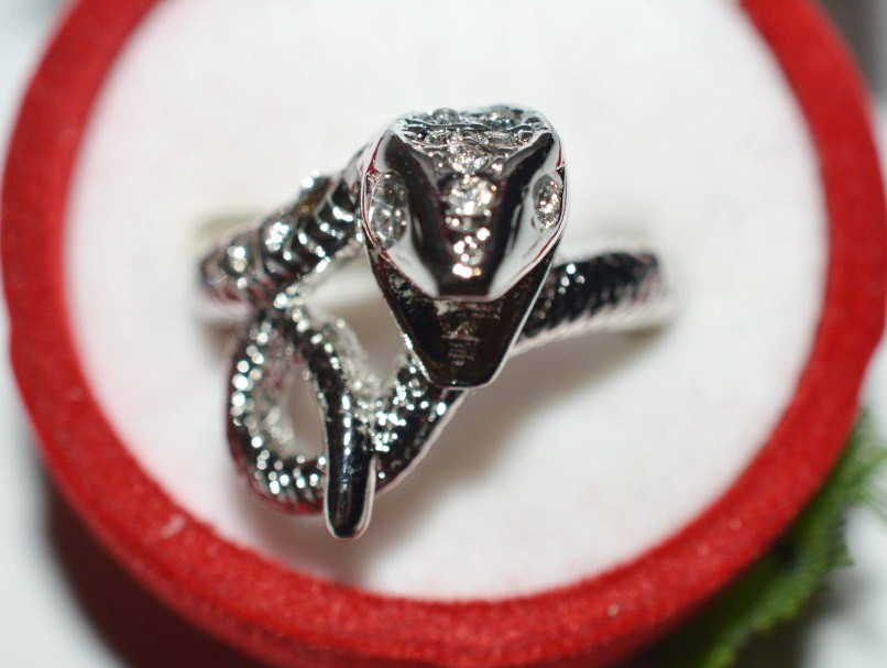 Кольцо на руку, белый металл, белые стразы 23_5_4a21