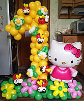 """Желтая цифра """"1""""  из воздушных шариков с китти на поляне с цветами для девочки"""
