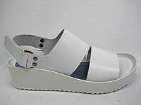 Кожаные босоножки белого цвета ТМ Santini
