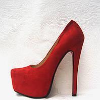 Туфли женские замшевые на каблуке Лабутен Louboutin красные