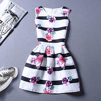 Платье женское жаккардовое в черную полоску с цветами 48