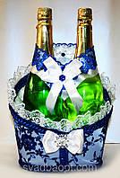 """Свадебная корзинка для шампанского """"Роскошь"""" бело-синяя"""