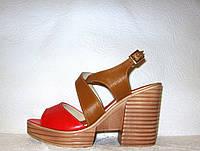 Босоножки женские стильные натуральная кожа на невысоком каблуке красного цвета
