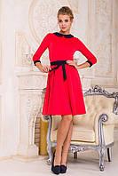 Модное женское расклешенное платье с поясом