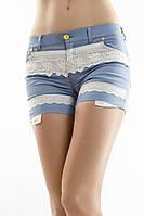 Женские светлые джинсовые шорты с кружевом