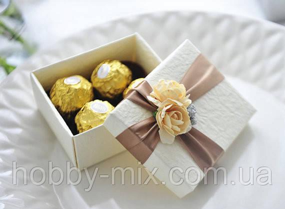 Бонбонье́рка (фр. bonbon- конфета) – конфетница