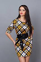 Элегантное трикотажное платье в красивую клетку с поясом