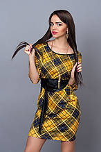 Модное трикотажное платье в интересную клетку с поясом