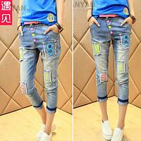 Яркие укороченные джинсы
