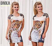 Короткое женское платье с ярким принтом леопарда