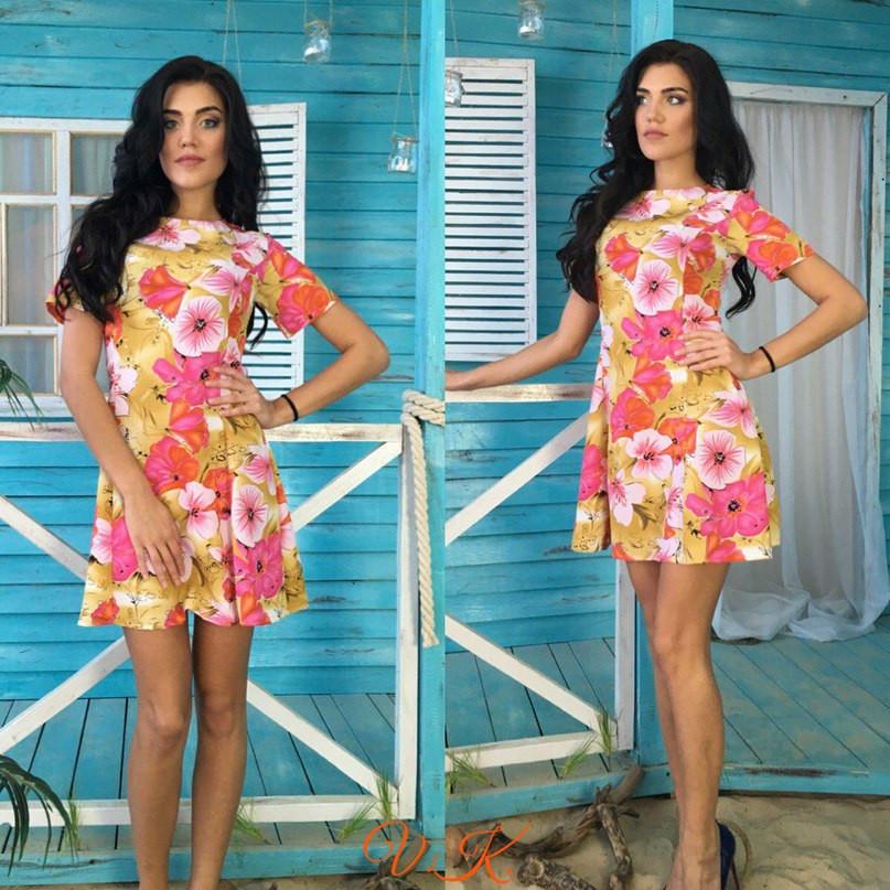 Легкое цветочное платье с расклешенной юбкой