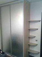 Шкаф-купе, с угловыми полочками, двери - матовое зеркало