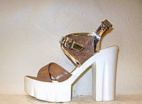 Босоножки стильные натуральная кожа на толстом невысоком каблуке сиреневого цвета