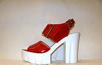 Босоножки женские модные на толстом каблуке лаковые натуральная кожа красного цвета