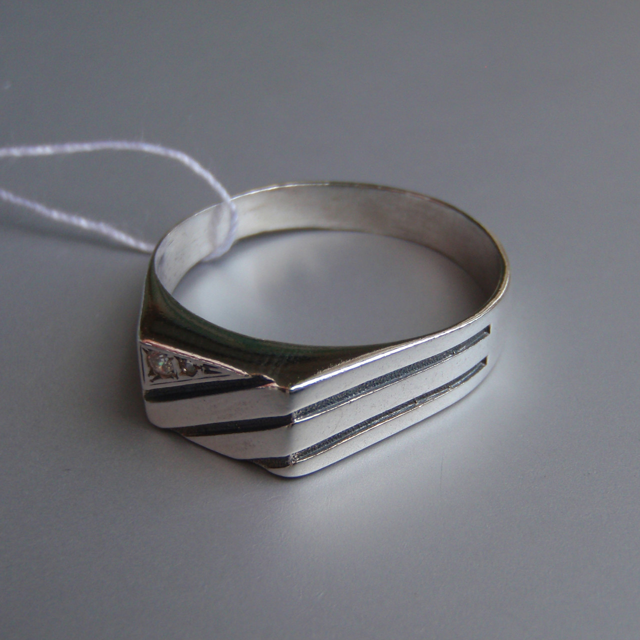 Стильная серебряная мужская печатка с фианитом, 4 грамма