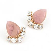 Серьги гвоздики с розовым матовым камнем в виде капли