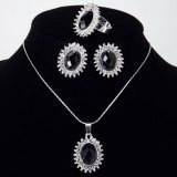 Набор украшений: кольцо, кулон и серьги черный камень в миниатюрных стразах