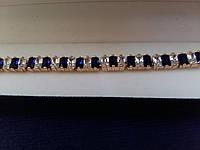 Тонкий браслетик с позолотой с прозрачными и синими фианитами