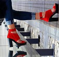 Босоножки красного цвета из натуральной замши
