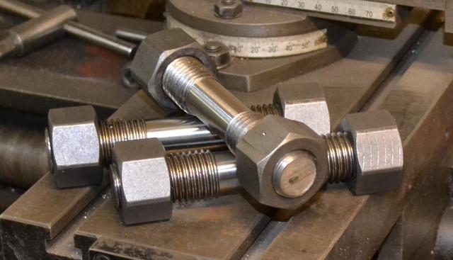 Шпильки для фланцевых соединений из нержавеющих сталей ГОСТ 9066-75 | Фотографии принадлежат предприятию Крепсила