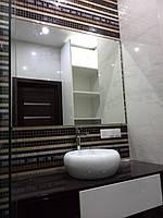 Монтаж зеркала и стеклянных полок в ванную комнату