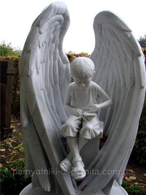 Скульптура ангелочка из гранита № 1