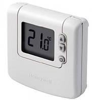 Комнатный цифровой термостат Honeywell DT90
