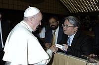 Джеки Чан - президент Delta EMEA встретился с Папой Римским Франциском на организационном собрании Delta в Риме.