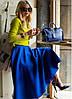 Сочетание цветов в одежде: как правильно носить синий цвет.