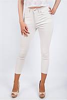 Модные женские брюки по фигуре укороченной длины молочные