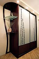 Шкаф купе с фигурным эркером,  двери - ротанг и крашеное стекло
