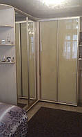 Шкаф-купе угловой с эркерами, двери - крашеное стекло