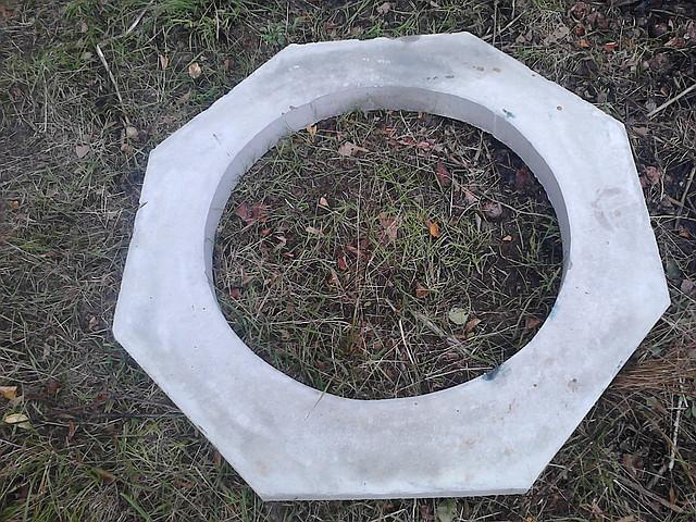 Восьмигранная бетонная гайка на колодец